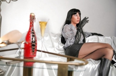 Sultry mature lady wearing pantyhose.