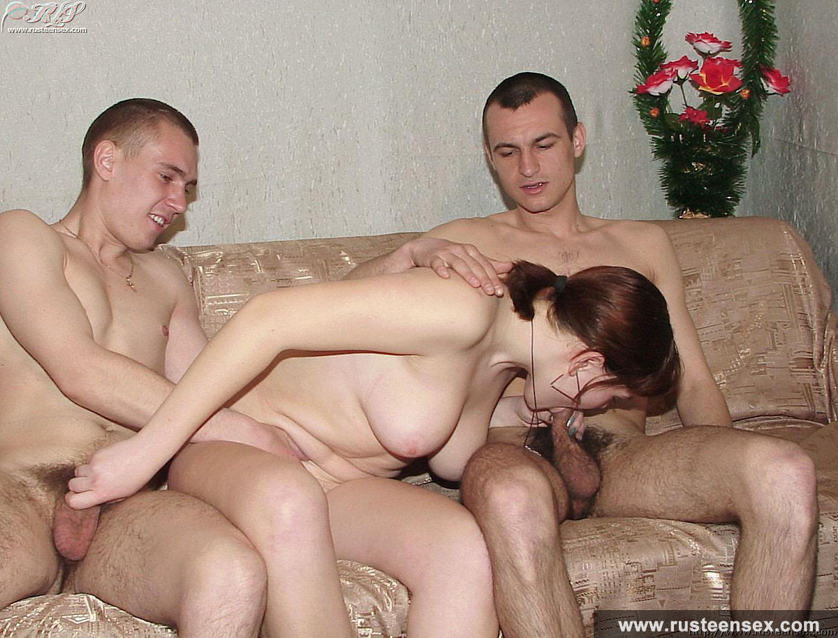 Русская на двоих порно 13 фотография
