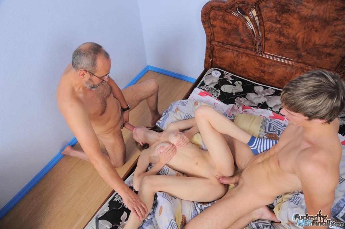 Инцест порно в Китае - видео секса сына, мамы, отца и ...