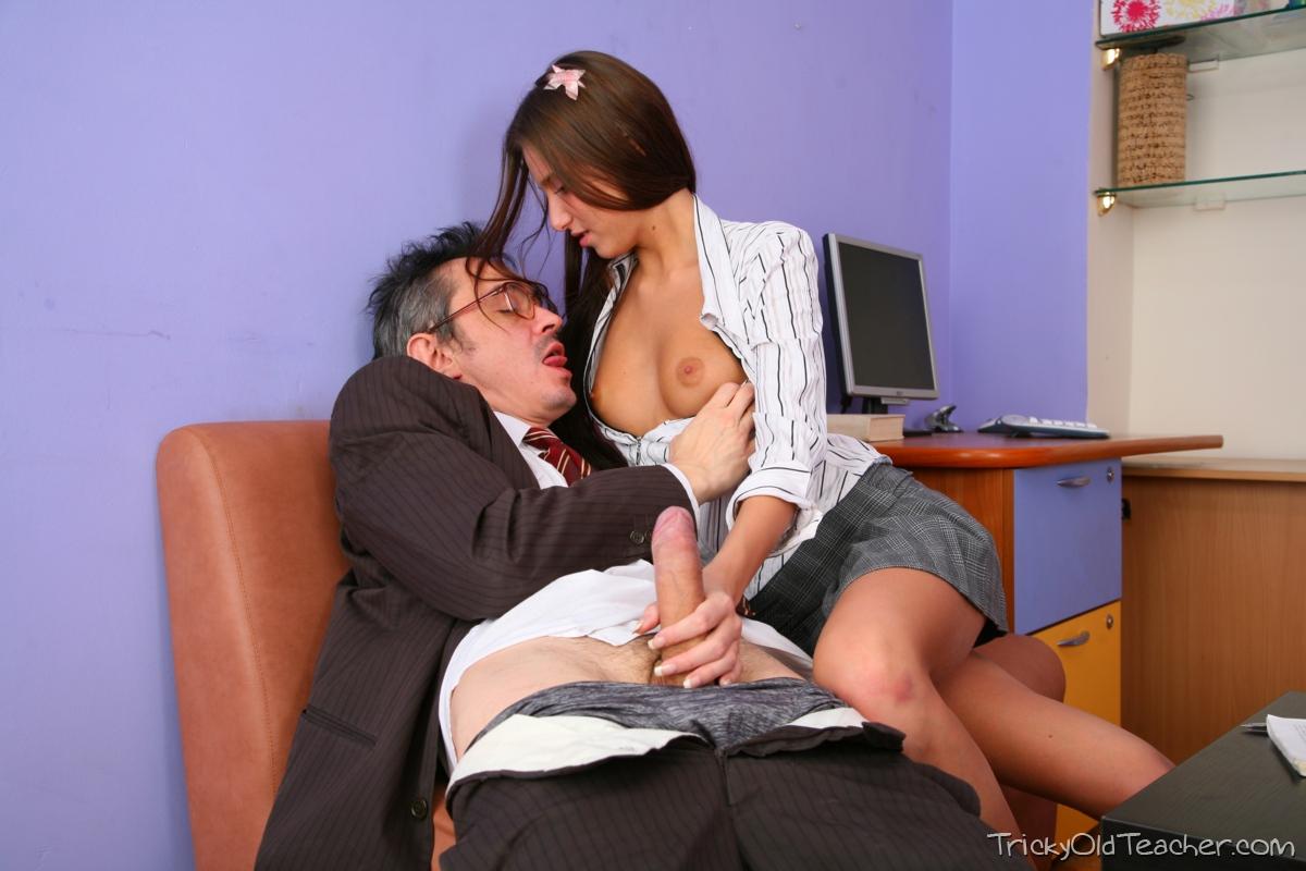Порно видео старый препод со студенткой