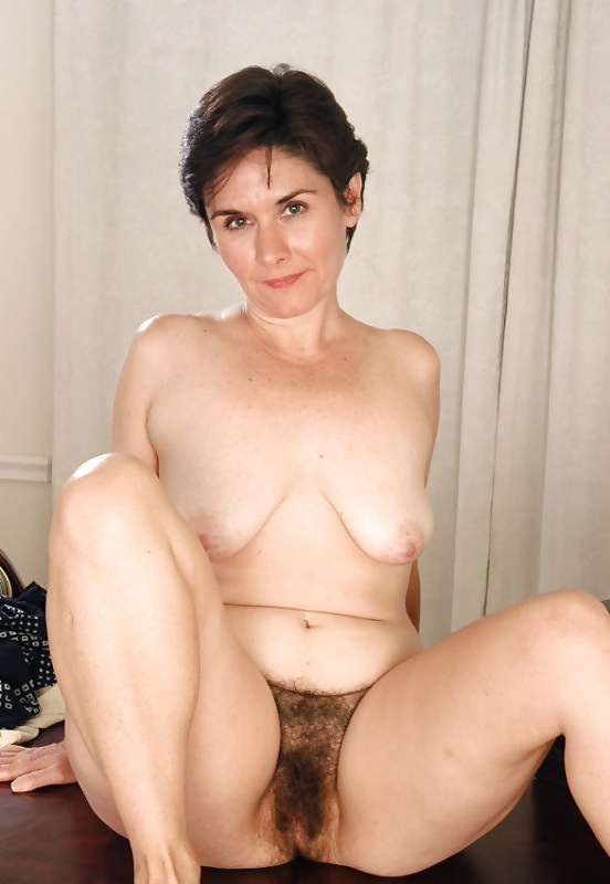 Leslie mature hairy pussy