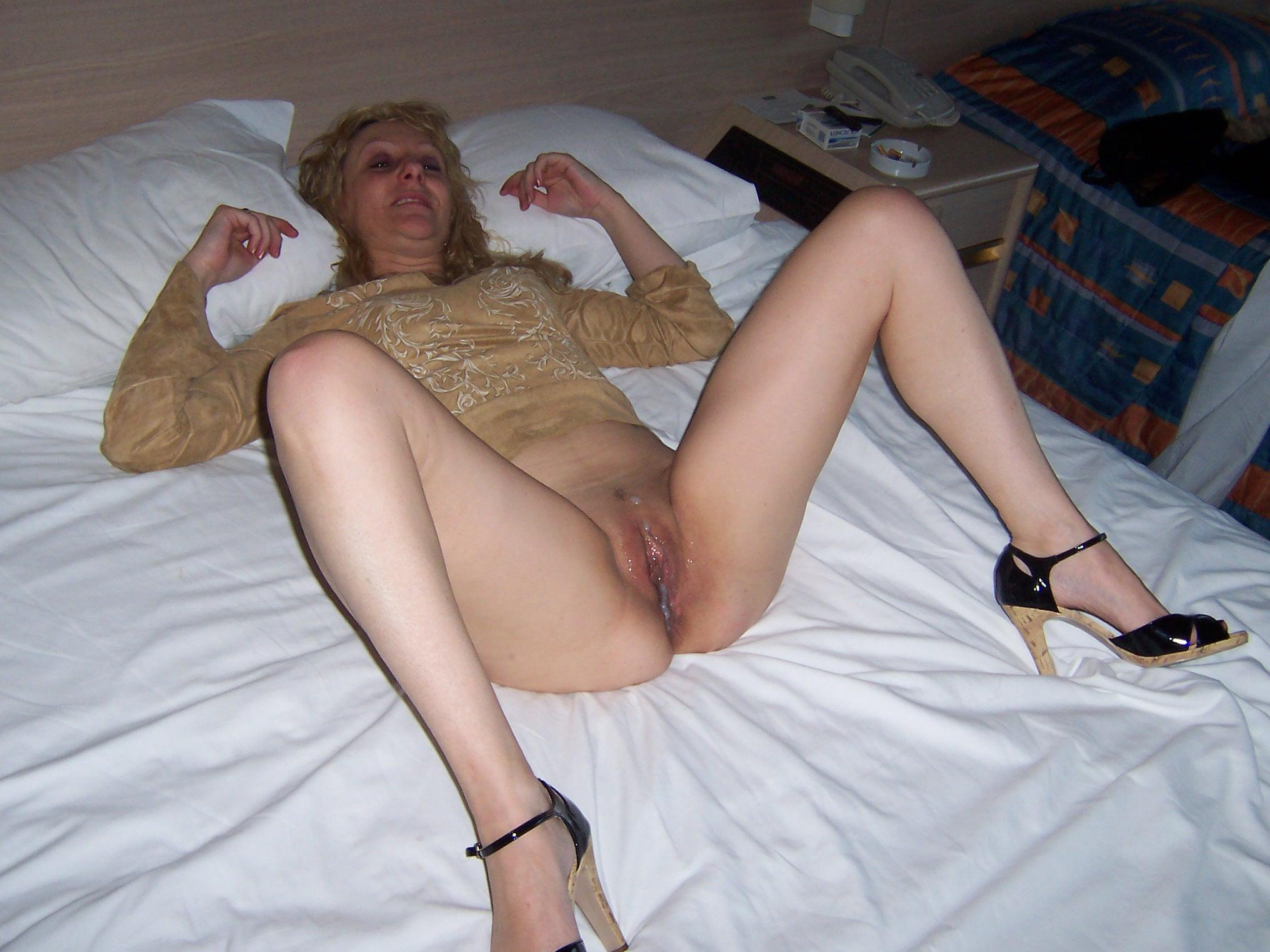 Real cougar wife naked