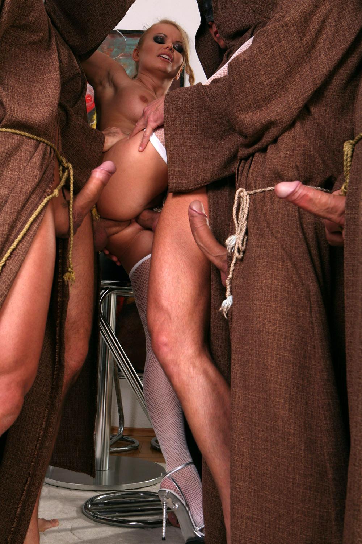 Смотреть бесплатно порно монахи 7 фотография