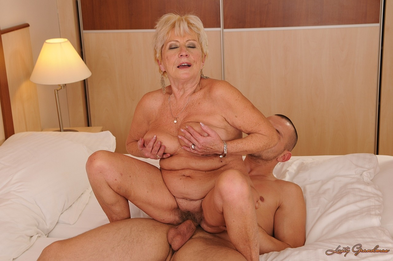 Old women sex 9 фотография