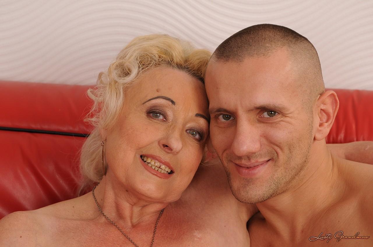 Старая бабка с молодым 1 фотография