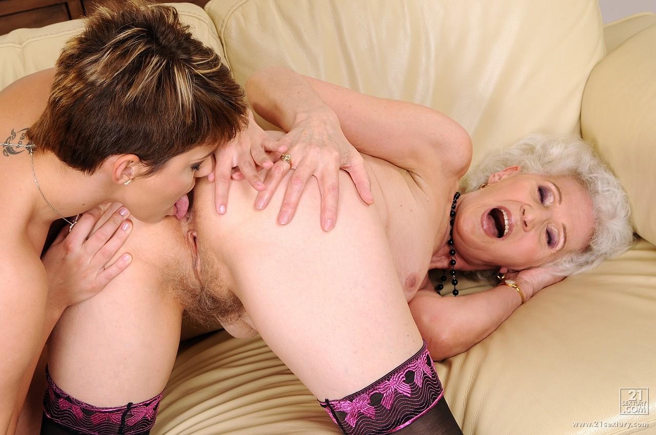 Покажите порно бабушка и внук 27 фотография