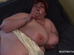 huge-boobed-mature-bbw-masturbating-her-horny-snatch