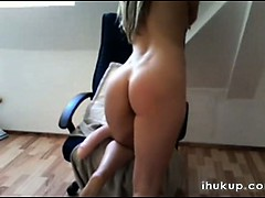 very-hot-blonde-teen-girl-masturbat