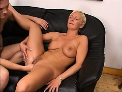 blond-mature-having-vagina-fisted-hard