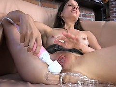 czech-beauty-gaping-her-extreme-vagina
