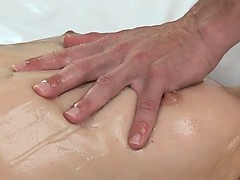 masseur-fucks-blonde-and-gives-her-creampie
