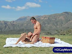 outdoor-love-session-for-gay-lovers