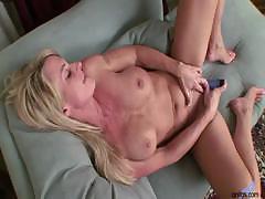 i'm a sexy sexy milf whore Hot