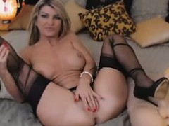 beautiful-blonde-toys-private-webcam-show
