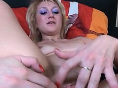 sexy-blonde-fisting-her-hole