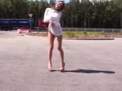 Hitchhiking amateur deepthroats cock