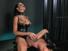 muscled-tied-up-man-licking-pussy-of-mistress