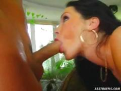 buttplug-and-anal-for-gloria-gucci