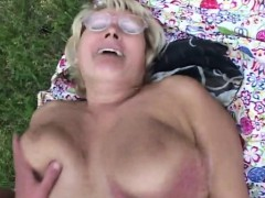 blonde-granny-gets-nailed-outside