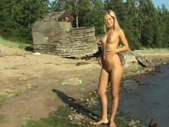 linda-gets-naked-on-the-beach