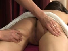 pretty-lesbian-massage