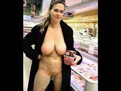 girls-flashing-while-shopping