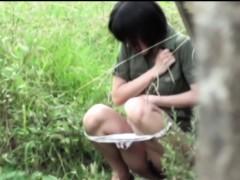 asian-women-public-piss