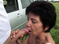 mature-slut-fucks-outdoors