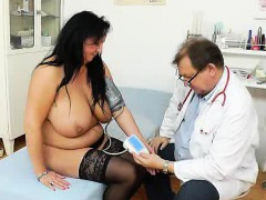 adult-toy-in-muff-during-a-wife-gyno