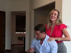 hot-mom-gives-sensual-massage-and-handjob