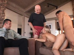 desperate-housewife-turns-to-swinging