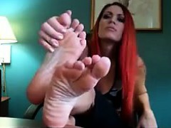 sexy-redhead-shows-off-her-beautiful-feet