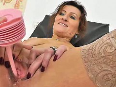redhead-mother-spreads-her-legs-at-fetish-clinic