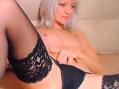 gorgeous-blonde-babe-fingering-her-cunt