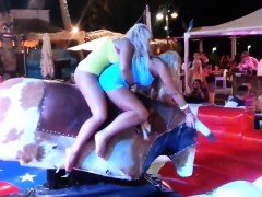blondes-riding-on-a-mechanical-bull