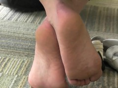 candid-of-this-girls-beautiful-soles