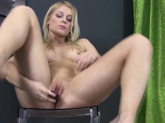 pissing fetish babe drinking pee