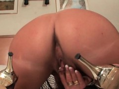 sweet-ass-mature-masturbating-with-vibrator
