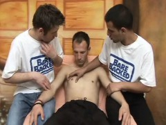 raw-gay-twinks-in-hot-threesome-barebacking