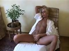 slender-blonde-chick-rubs-her-loose-pussy