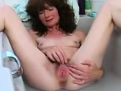 hairy-woman-playing-in-the-bath-tub