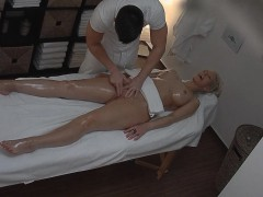 blonde-tattoed-girl-fucked-during-massage