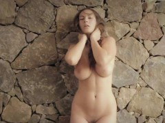 naked-beauty-josephine-playing-with-herself