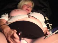 fat-milf-masturbates-with-a-sex-toy