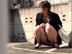 japanese-cutie-rubs-pussy