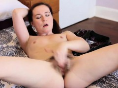 annabelle-lee-masturbates-her-hairy-pussy