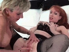 red-and-lady-sonia-fun-caught-on-camera
