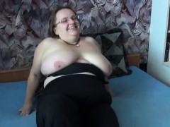 slut gives a quick blowjob