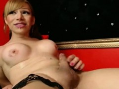 transsexual-ejaculates-on-her-own-face