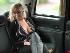 amateur-big-titted-blonde-woman-gets-fucked-by-the-driver